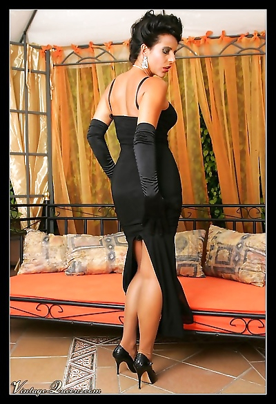Glamour vintage queen eve in..