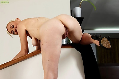 Short haired mature honey tina m shows her nude body! - part 2954