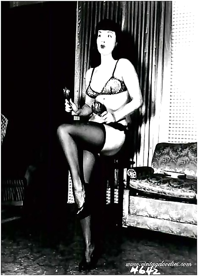 Pretty pinup star bettie page posing naked in the fifties - part 1540